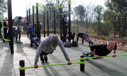 Une aire de sport pour pratiquer le fitness en extérieur
