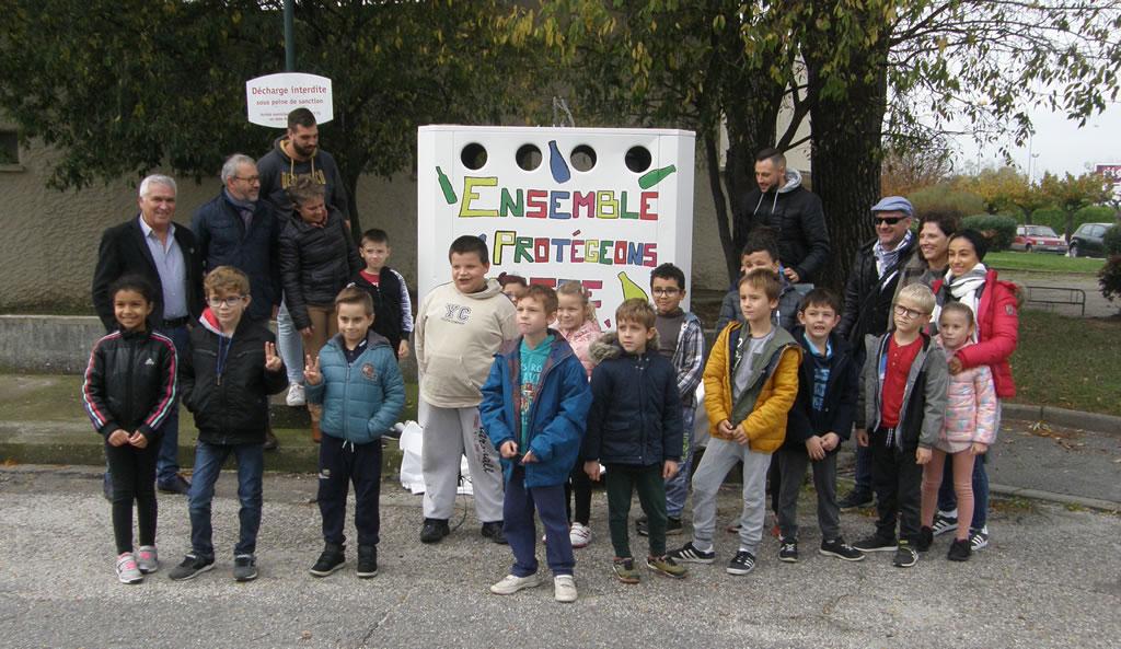 Vauvert : une colonne à verre décorée par les enfants