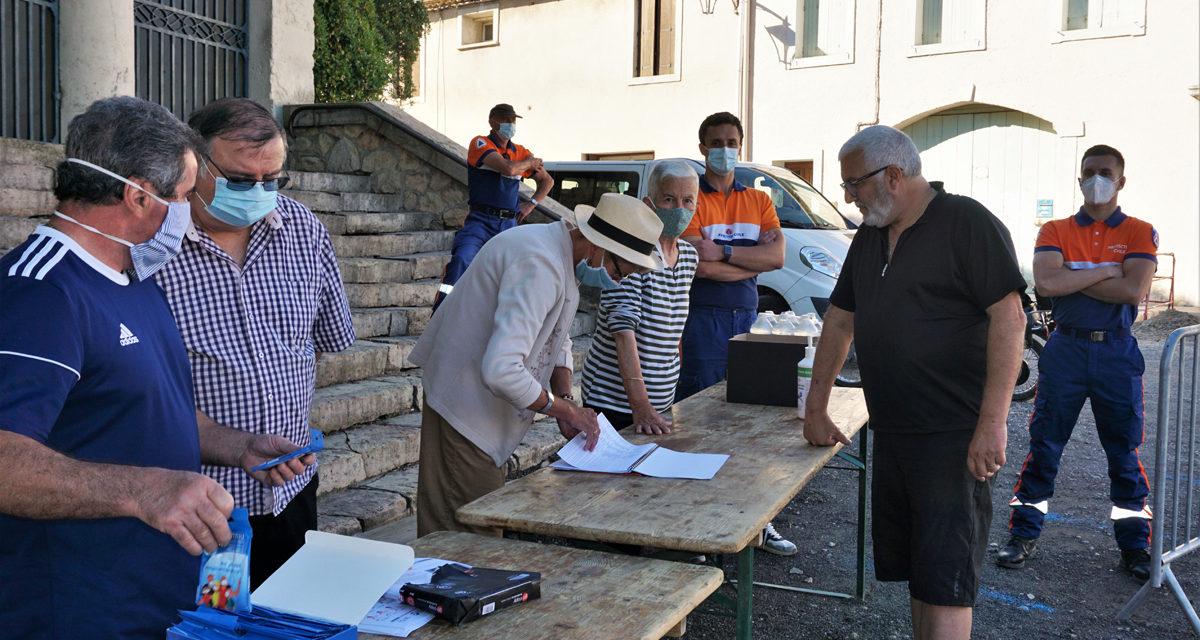 Distribution des masques de protection aux habitants de Beauvoisin Franquevaux.
