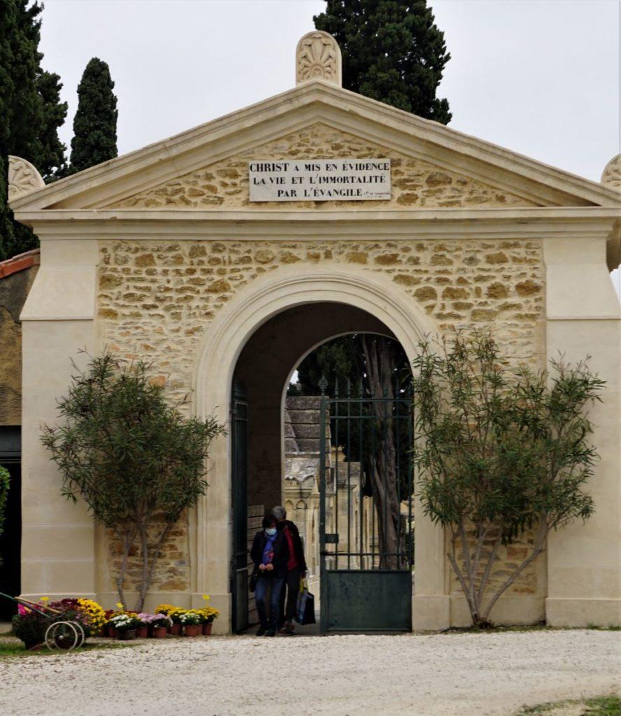 Entrée principale, ancienne porte Protestante