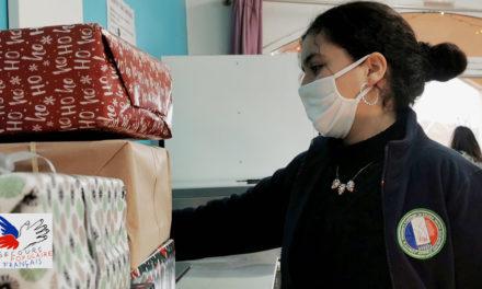 Collégiens et commerçants collectent les boites de Noël du Secours populaire
