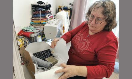 La couturière Murielle Messing confectionne des coffrets cadeaux