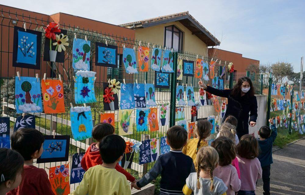 la Grande lessive artistique de la crèche et de l'école maternelle