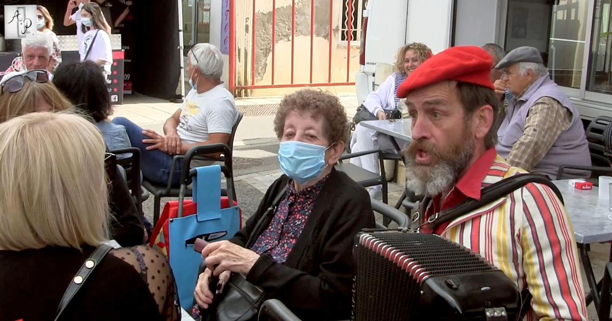 Clément Baudry anime le marché de Vauvert