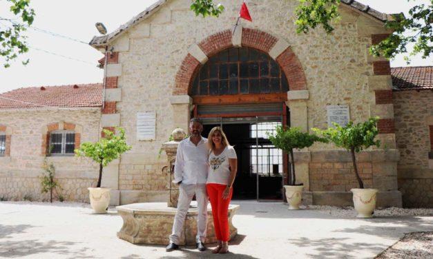 Mickaël et Nathalie Siméon accueillent Atout Philo et Alain Guyard ce vendredi soir à la Prise d'eau