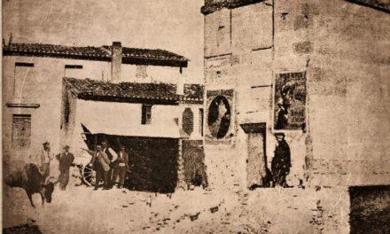 une photo une histoire : course de taureaux place de l'horloge à Beauvoisin